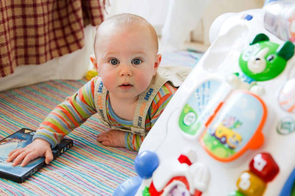 Bébé et ses jeux