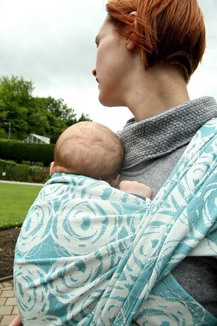 Maman, bébé et leur porte-bébé