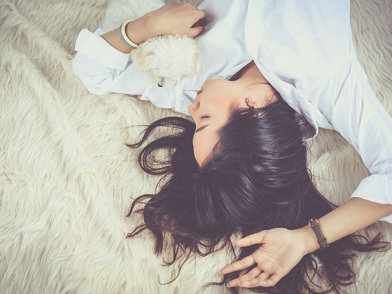 femme en train de rêver